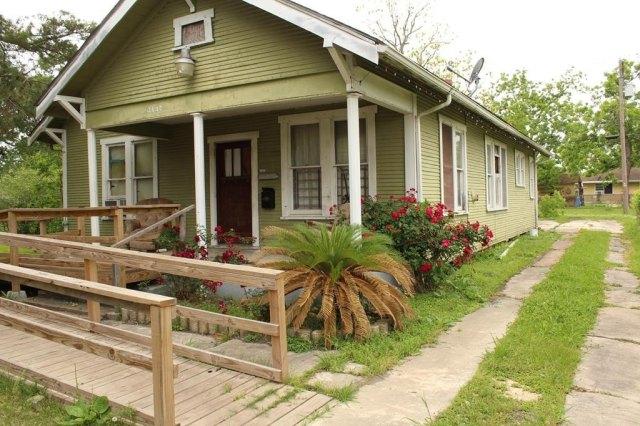 Porch yard featured at 3137 18th St, Port Arthur, TX 77642