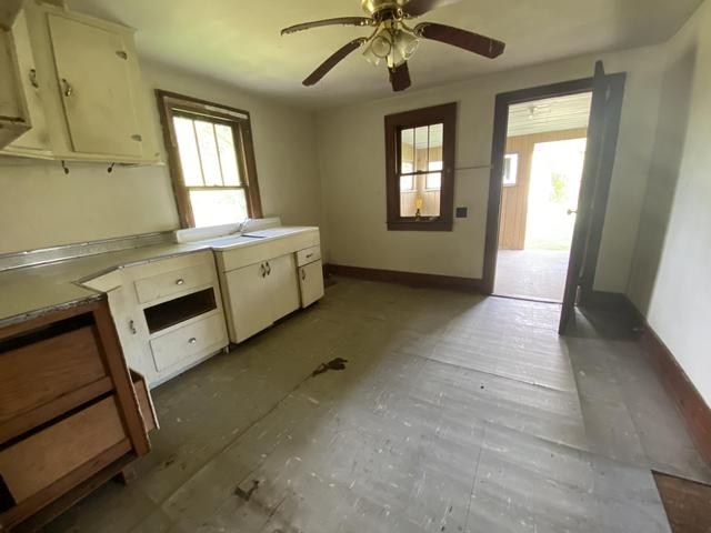 Laundry room featured at 3272 Willow Tree Rd, Ewing, VA 24248