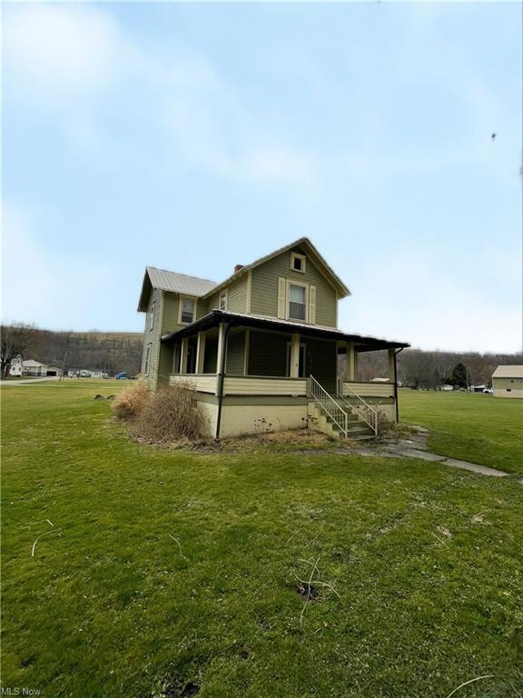 House view featured at 874 W Main St, Adena, OH 43901