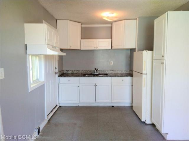 Kitchen featured at 2114 Bucker Pl, Mobile, AL 36605