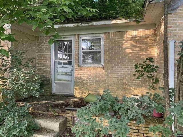 Porch yard featured at 8284 Highway 89, Palmersville, TN 38241
