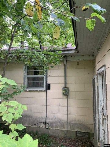 Garage featured at 8284 Highway 89, Palmersville, TN 38241
