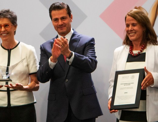 Leonor Monasterio, former President of the Board of Directors at APAC, and Gabriela Molina, former General Director, receive the National Quality Award from Mexican President Enrique Pena Nieto