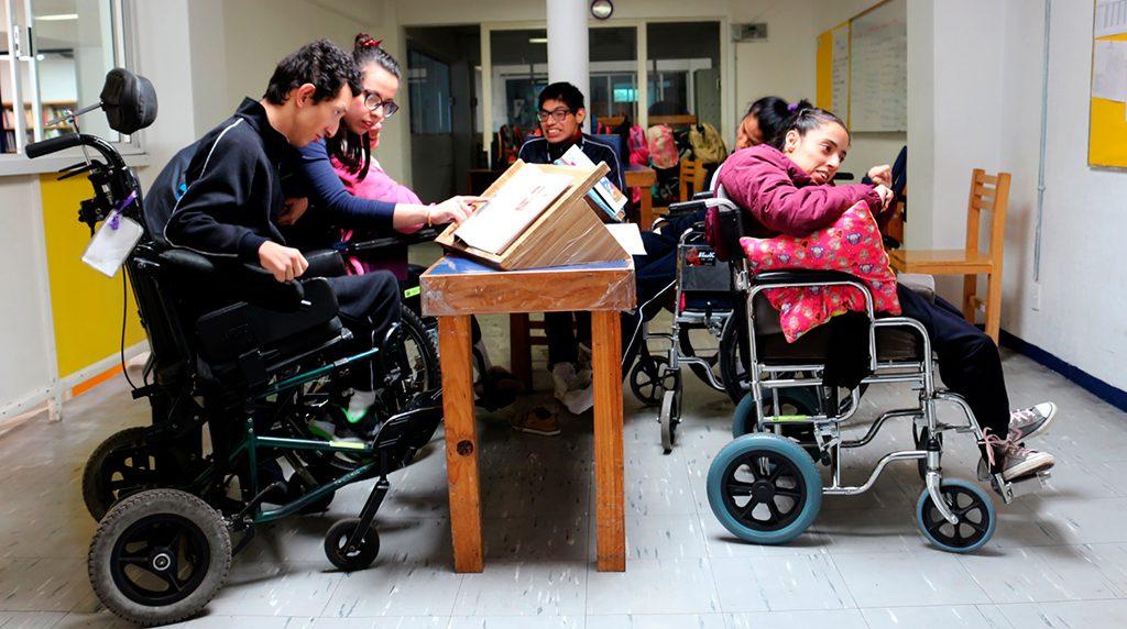 Beneficiarios de secundaria en salon de clase