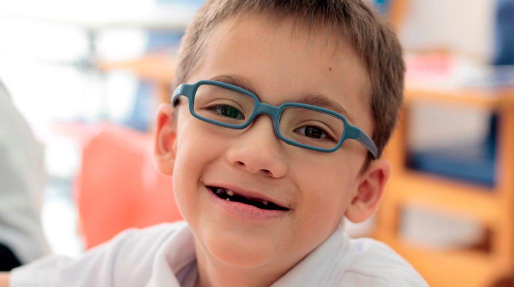 Beneficiario recibe servicios de educación.