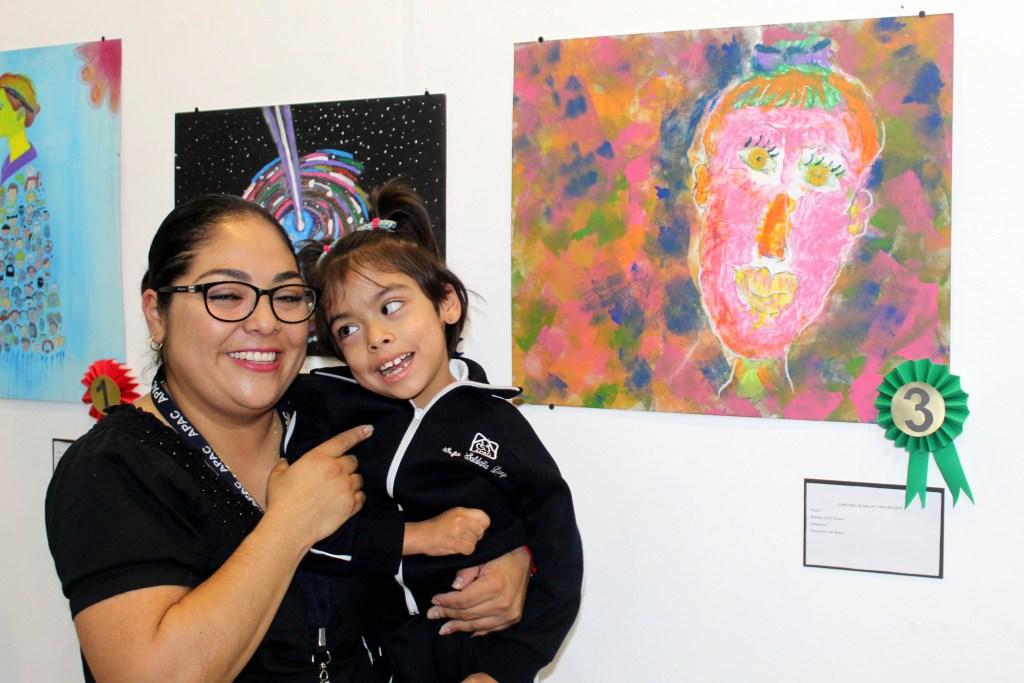 Sofía Saldaña, beneficiaria de APAC, ganó el tercer lugar en la categoría de 7 a 12 años en el Concurso de Dibujo y Pintura de Fundación ESRU.