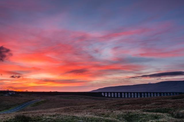 Settle Carlisle Train, Ribblehead Viaduct on Batty Moor, Yorkshire Dales, England