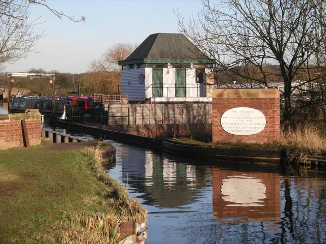 21 Fascinating Things To Do In Warwickshire - Wootton Wawen Aqueduct