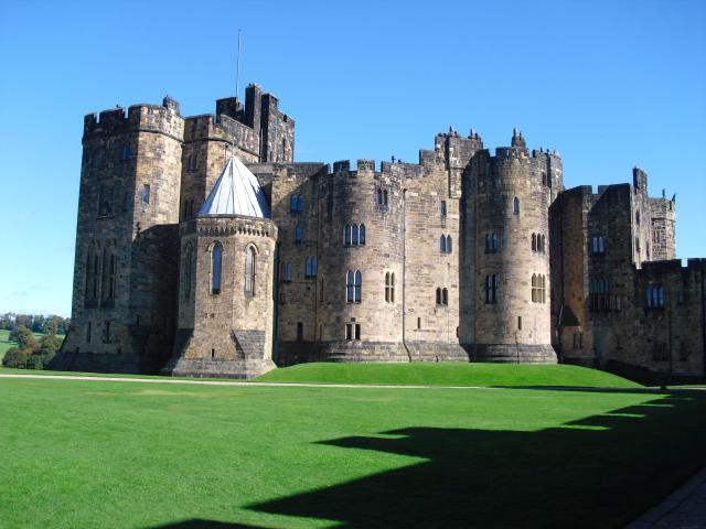 Britain's 17 Most Amazing Castles You Must Visit - Alnwick Castle