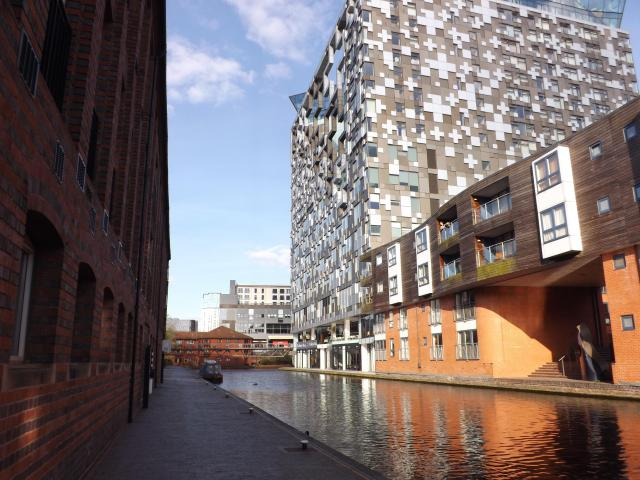 25 Ridiculously Romantic Things To Do In Birmingham: The Cube at The Mailbox