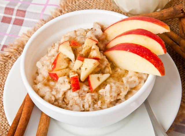 Great Eats of Britain: 61 Traditional British Foods To Try On Your Travels - Porridge With Apple And Cinnamon