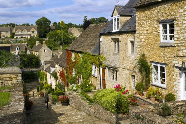 Visiting The 21 Prettiest Towns And Villages In The Cotswolds - Chipping Steps, Tetbury