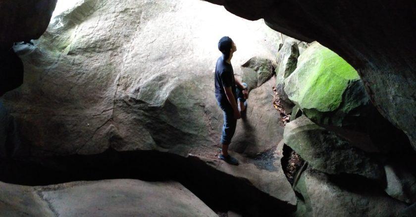 Goa Batu dan Sisa Meteor di Majalengka