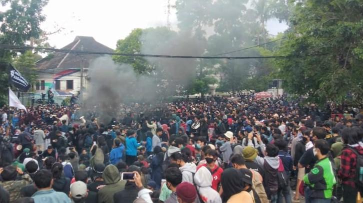Demo Ricuh, 9 Orang Diamankan