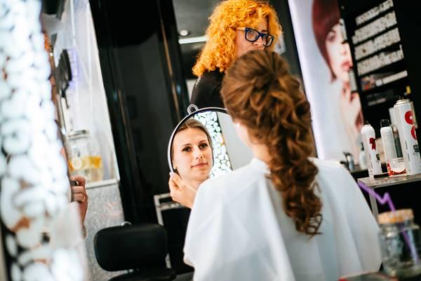 Wesele i ślub kościelny w Gdyni: Przygotowania i ślub na styku Chyloni i Cosowej w Gdyni oraz szalona impreza weselna na styku Gdyni i Rumi
