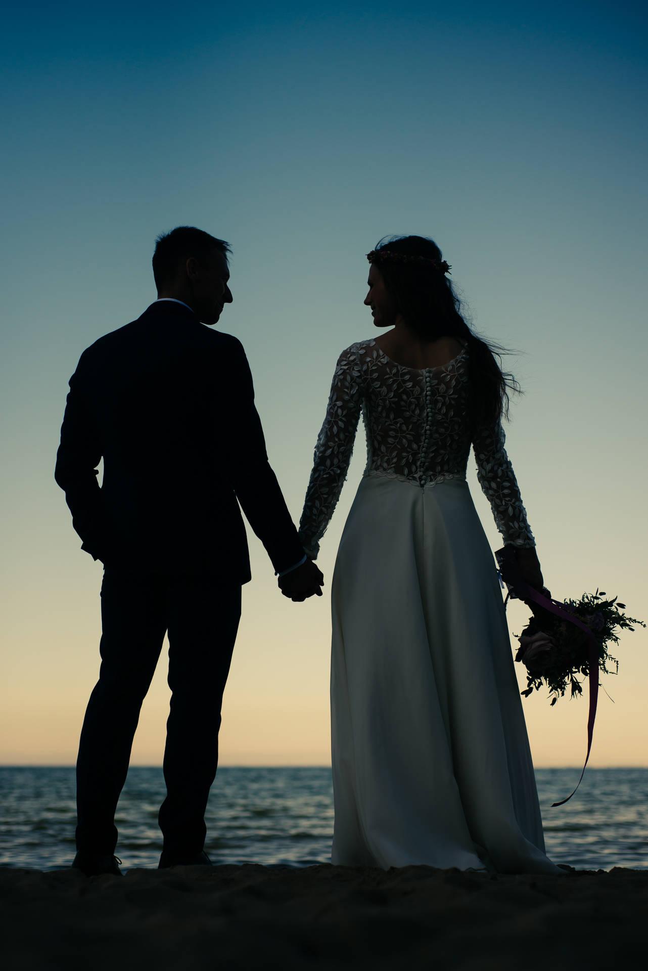Sesja ślubna na plaży w Gdyni (na Babich Dołach) oraz w Kosakowie, wśród pól i łąk oraz nad samym morzem - Fot. Rafał Nitychoruk aparatowo.pl