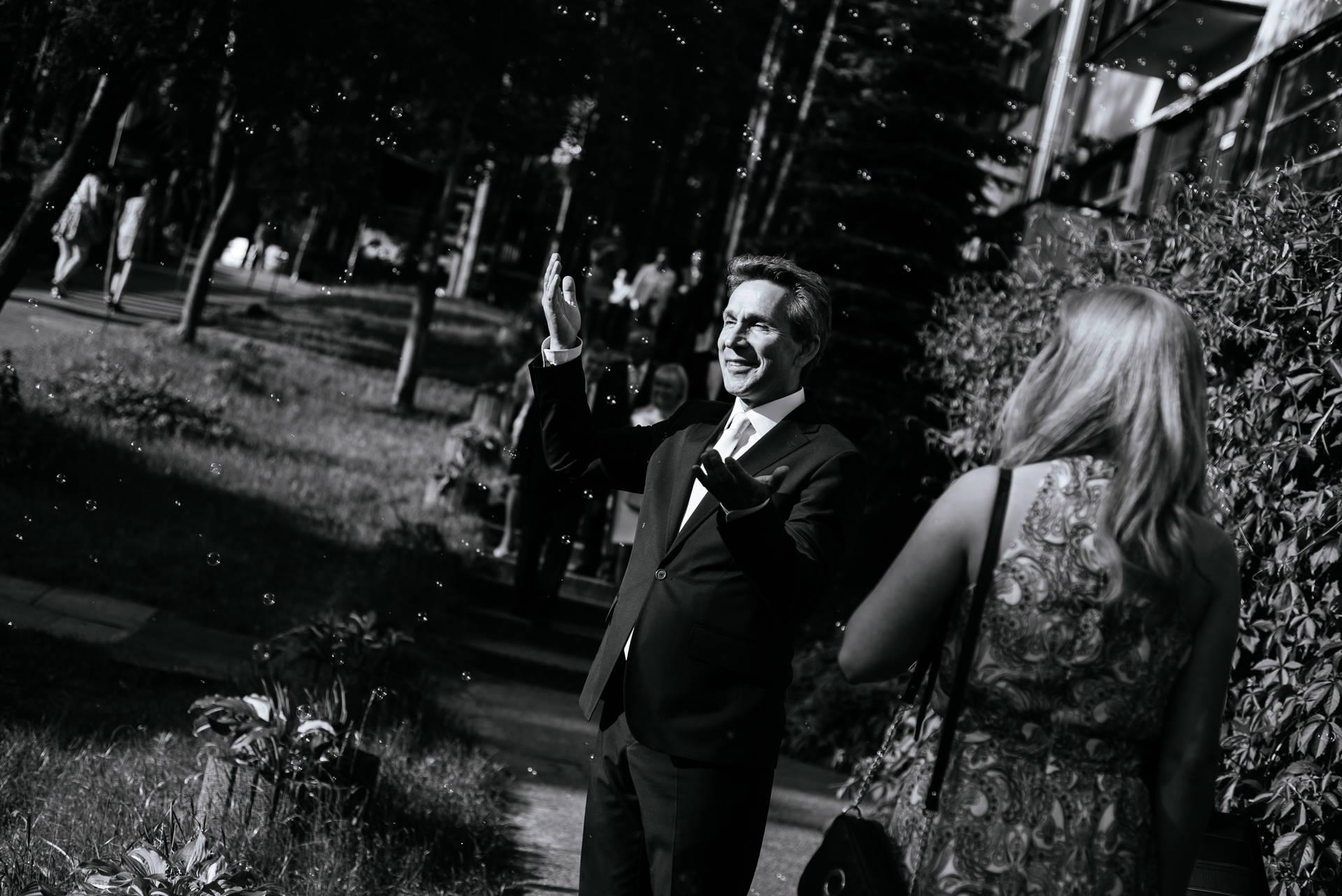 Ślub w Kościerzynie i wesele w Hotelu Szarlota nad jednym z jezior na Kaszubach - fot. Rafał i Magda Nitychoruk / www.aparatowo.pl