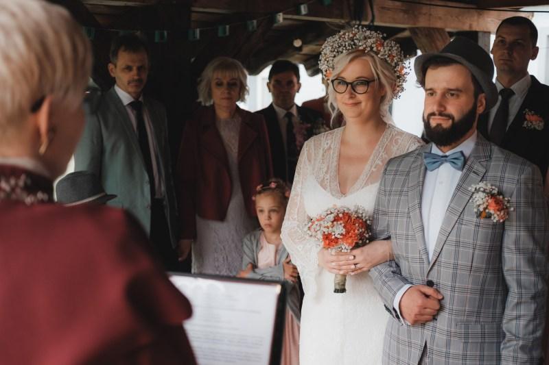 poradnik slubny - rodzaje ceremonii ślubnych: ślub cywilny w plenerze koło Iławy, w województwie warmińsko-mazurskim