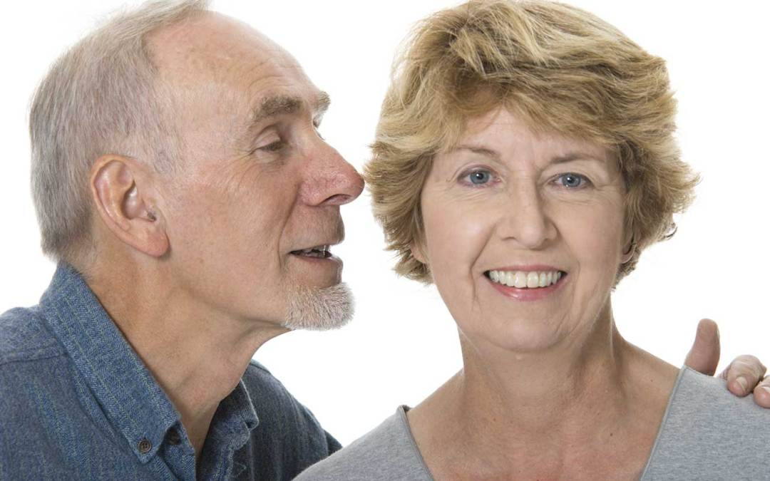 Perda auditiva por envelhecimento gera custos à saúde, mostra estudo