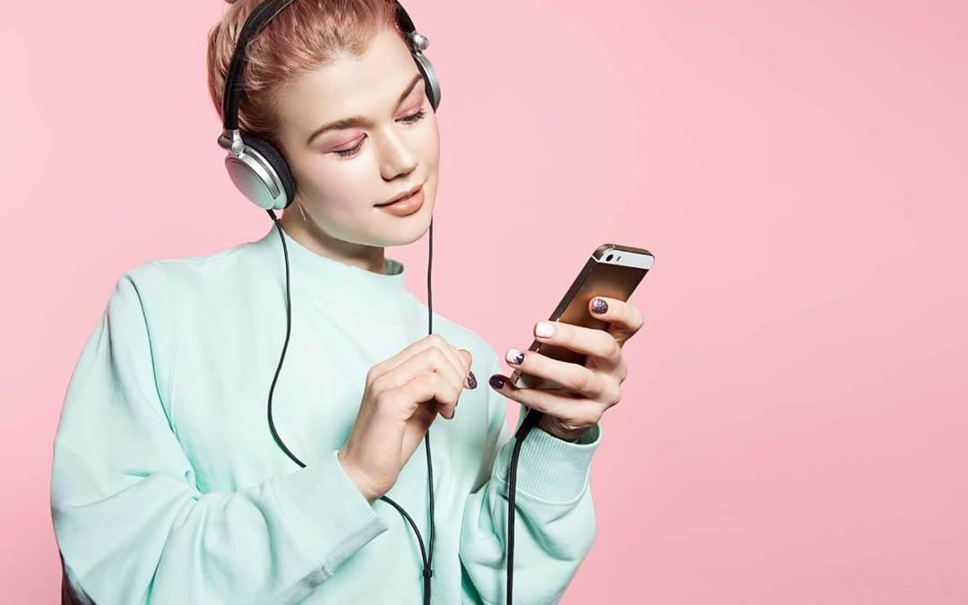 Perda auditiva entre jovens é cada vez maior por conta dos fones.