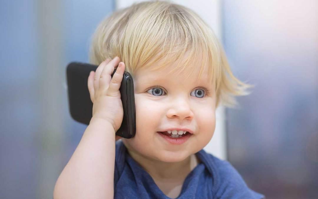 Aparelho celular pode causar perda auditiva nas crianças.