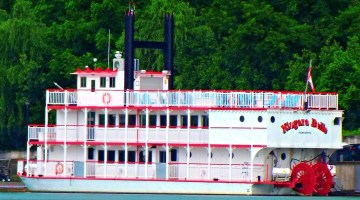 Niagara Belle Provides A Great Dinner Cruise For The Whole Family