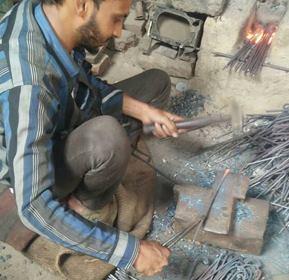 Meet-the-Master-Series -Shree-Mohd- Aslam-Forged-Iron-Products-Delhi-India-Aparna-Challu (21)