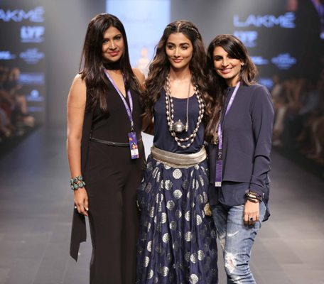 pooja-hegde-with-amoh-by-jade-at-lfw-wf-2016