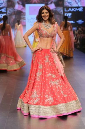 shilpa-shetty-for-anushree-reddy-at-lfw-wf-2016-jpg