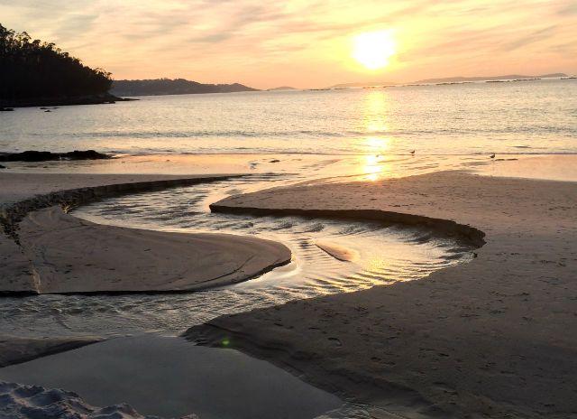 Riachuelos en la Playa de Lapamán