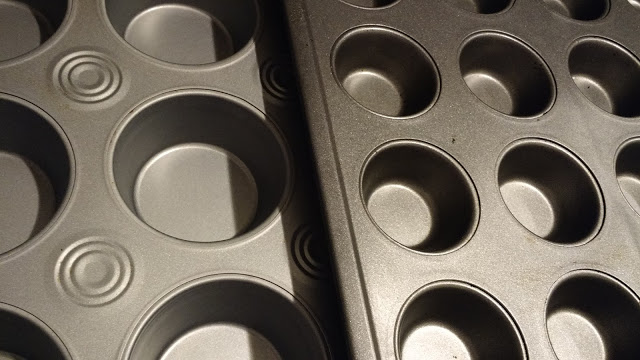 On the left is a standard muffin pan. On the right is a mufflette pan. It's cute. :3