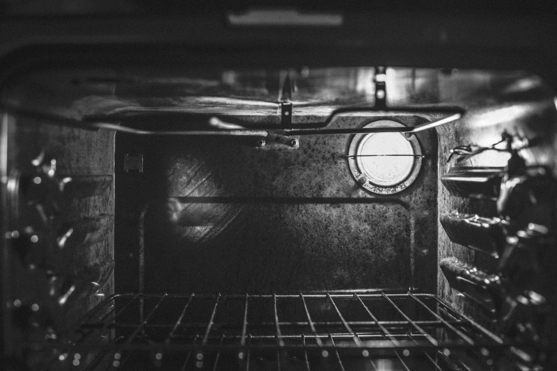 How To Clean Your Oven Using Baking Soda And Vinegar