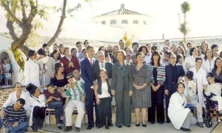 ¡Y vino la Reina a inaugurar el Centro Santa Ángela de la Cruz!