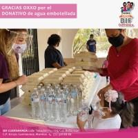 """Cadena de tiendas dona agua embotellada al programa """"Comida caliente"""" de Cuernavaca"""