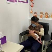 Promueven beneficios de la lactancia materna