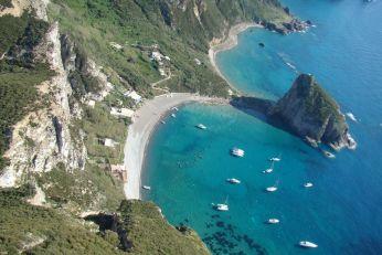 Foto-Palmarola-in-barca-con-aperitivo-roma