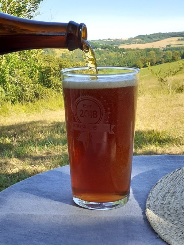 real ale beer biere brunel pouring pint