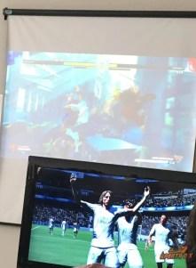 Rolou torneio simultâneo de FIFA na TV e Street Fighter no Telão