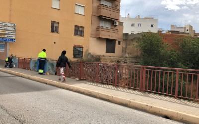 Torrent cambia de color una valla antes de retirarla por una nueva de 51.000 euros