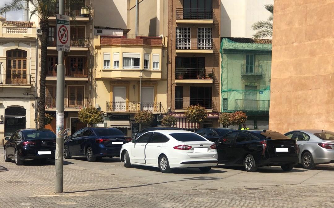 El PP de Torrent denuncia el mal estado del firme de la Torre que causa tropezones y caídas a los vecinos