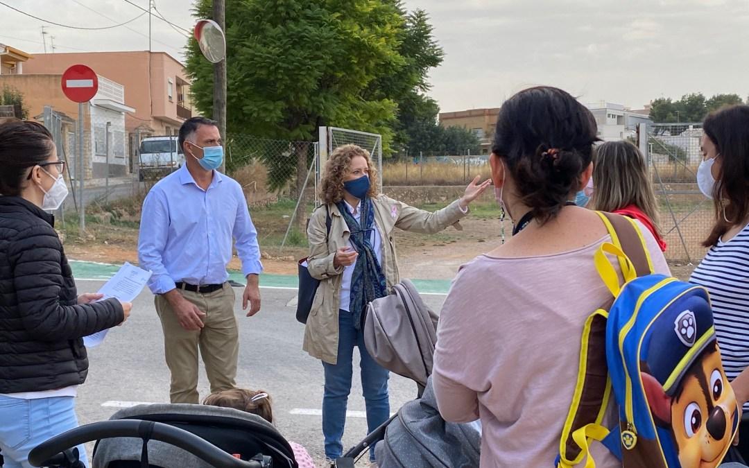 Folgado se reúne con vecinos que reclaman la apertura de un vial que una Parc Central y La Marxadella