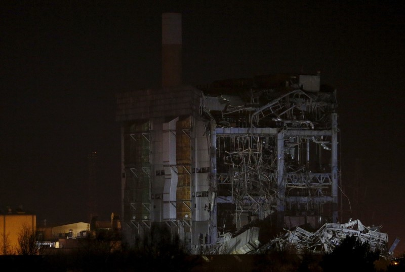 A general view shows the remains of a building after it collapsed at the disused Didcot Power Station in Didcot, southern England, February 23, 2016. REUTERS/Peter Nicholls