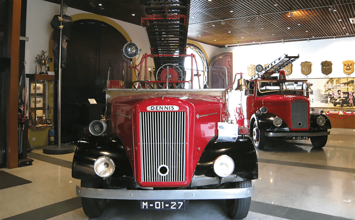 Exhibition of the Chinese and British pumpers used in the old days.