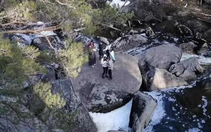 Житель Кокшетау сорвался со скалы и упал в водопад в Зерендинской районе