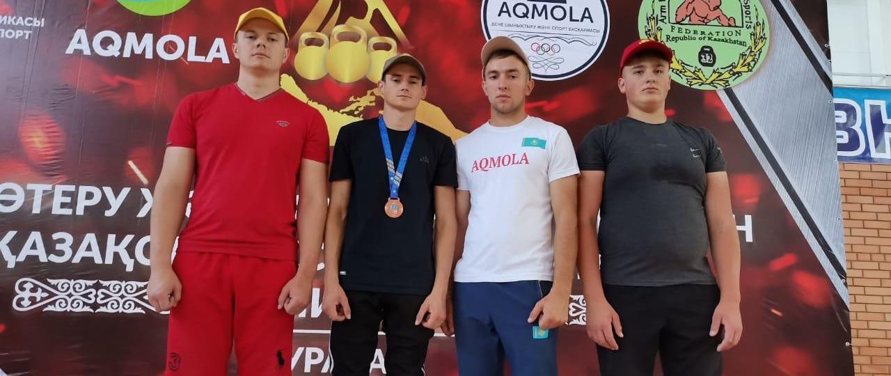 Сандыктауский гиревик в составе сборной Акмолинской области стал обладателем бронзовой медали