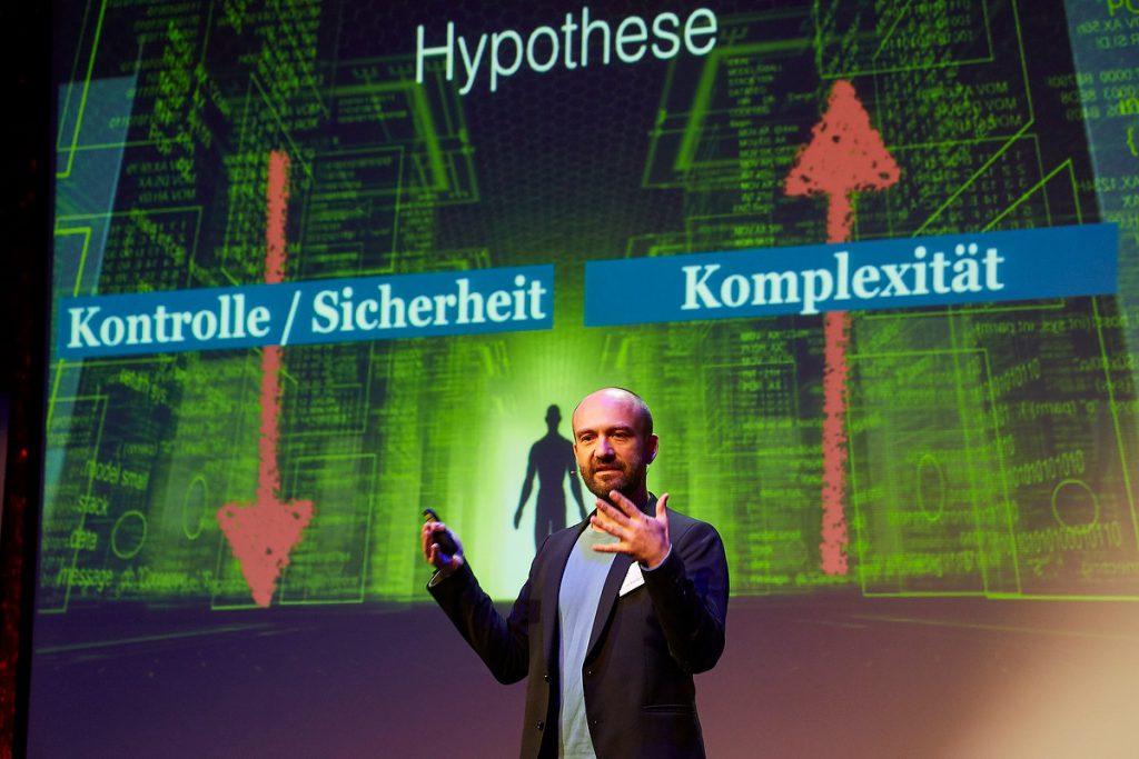 Florian Kondert, Zukunftsinstitut, Open Source 2016 der APG im Schmidt Theater Hamburg am 02.06.2016