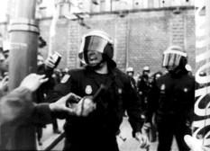 Policías antidisturbios. ¡Fotos no!