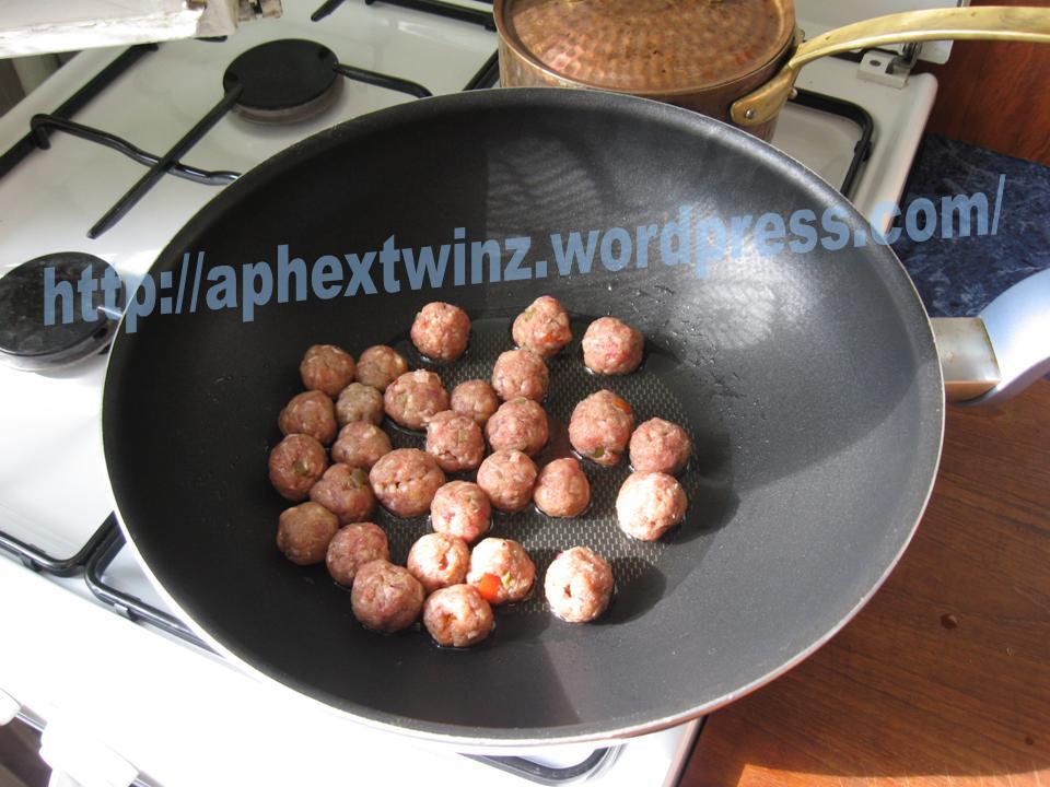 Chiftelute de vita cu ceapa marinata si maioneza (3/6)