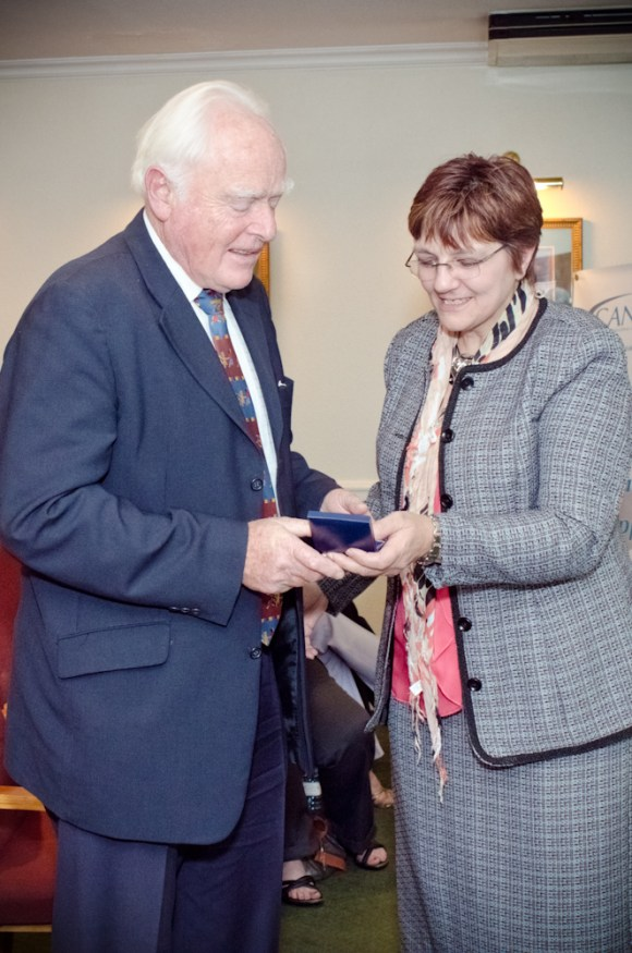 Prof Hesseling being presented with the A G Oettlé Memorial Medal