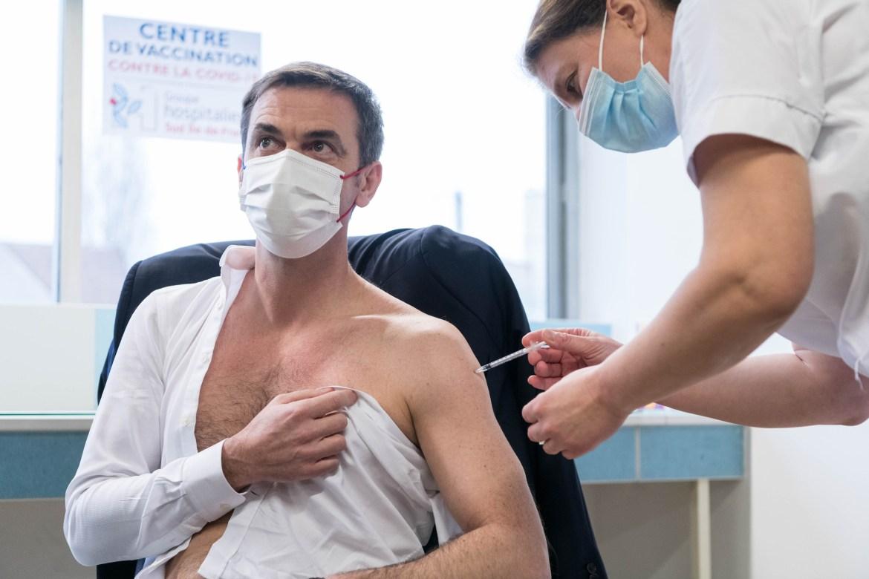 NEWS : Deplacement du ministre des Solidarites et de la Sante dans le cadre de la campagne vaccinale contre la COVID-19 en France au Centre hospitalier de Melun - 08/02/2021